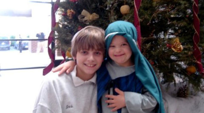xmas-pageant-patrick-and-sibling